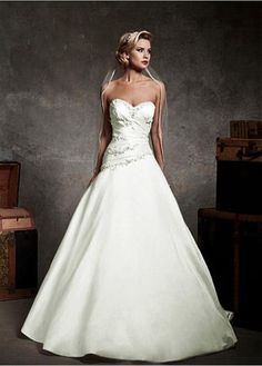ELEGANT TAFFETA SWEETHEART NECKLINE BALL GOWN WEDDING DRESS WITH BEADED LACE APPLIQUES