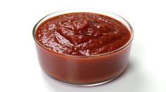 Vă prezentăm o rețetă de ketchup delicios de casă. Acesta este cel mai simplu și rapid mod de a obține un deliciu uimitor, după care veți ocoli rafturile cu ketchup din comerț. Obțineți un sos de casă deosebit de aromat și apetisant, ce cucerește din prima. Unde mai pui, că este pregătit fără nici un fel de aditivi chimici și nu este deloc nociv. INGREDIENTE 450 g piure de roșii 150-200 ml de apă 50 g de ceapă 2 căței de usturoi 80 g de zahăr 20 ml suc de lămâie 3 g de sare 1 priză de…