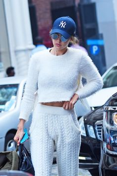 Gigi Hadid in cosy clothes and mirrored sunglasses http://www.smartbuyglasses.com/search?keywords=mirror+sunglasses&searchHashcode=1477493603854124#q=mirror%20sunglasses&page=0&minReviewsCount=0&refinements=%5B%7B%22for_sale%22%3A%221%22%7D%5D