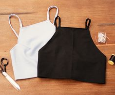 Originally from These Days:In the next slide, watch the video DIY to make a crop top!