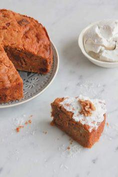carrotcake met dadels High Tea Food, Happy Foods, Lactose Free, Homemade Cakes, Yummy Cakes, Sugar Free, Banana Bread, Geluk, Sweets