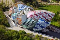 Like several other large-scale works by Buren, this one offers an enchanting accessibility; of course, the experience is heightened from within the Fondation Louis Vuitton, but even those passing by can admire its lively statement