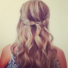 Freelance bridal hairstylist servicing the Charlotte, NC area www.danaraiabridal.com