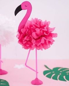 Tinker DIY pompom flamingos - ideal decoration for the next summer party - Flamingo Craft, Pink Flamingo Party, Flamingo Decor, Flamingo Birthday, Diy Birthday, Birthday Party Decorations, Flamingo Baby Shower, Summer Party Decorations, Party Favors