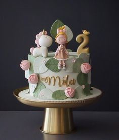 [sc [sc The little girl and her unicorn 🦄 Design inspiration: Rebecca Davies Cake Design [sc Girl Cupcakes, Fondant Cupcakes, Cupcake Cakes, Pretty Cakes, Cute Cakes, Gateau Harry Potter, Fondant Girl, Winter Torte, Baby Birthday Cakes