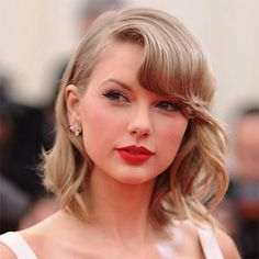 Taylor Swift has made her mark not just in the music industry but also in the fashion industry. Here are some of the Taylor Swift hairstyles that will steal your heart! Taylor Swift New, Taylor Swift Pictures, New Hair, Your Hair, Tips Belleza, Girl Problems, Bikini Pictures, Sexy Bikini, How To Look Better