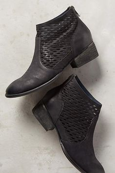 These Seychelles Way Point Ankle Boots Black 6 Boots are a great pair of boots for Spring time!