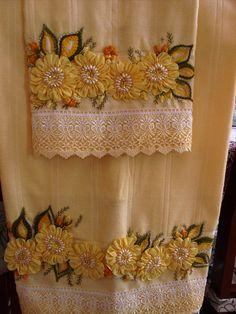 Toalha bordada com fita de gorgurão, com fitas e pedrarias combinando com a cor da toalha,faço esse trabalho em outras cores de toalha...é só me consultar.