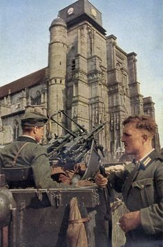 These German soldiers are wearing the Model 1936 tunic with bottle-green collars. The soldier on the left is wearing a Model 1938 field cap. Note the pair of MG34 machine guns that have been placed on an anti-aircraft swivel mount.