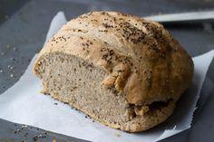 Heb je zin om een lekker speltbrood te bakken? Gebruik dan dit overheerlijke recept! Je hebt er wel iets meer tijd voor nodig maar dat is het waard!