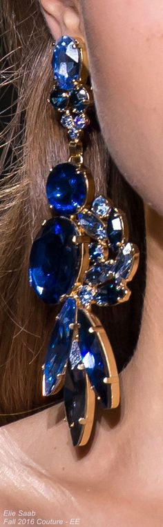 Elie Saab  Fall 2016 Couture - EE Le bling bling revient à la mode.  Gros bijoux. http://amzn.to/2tpv7IA