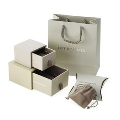Present your jewelry pieces in perfect style with our range of jewelry packaging boxes. Verpackung Present your jewelry pieces in perfect style with our range of jewelry packaging boxes. Jewelry Logo, Custom Jewelry, Coral Jewelry, Personalized Jewelry, Bridal Jewelry, Jewelry Watches, Jewellery, Jewelry Packaging, Box Packaging