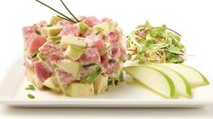 Be tempted by this easy Apple-tuna tartare with spicy mayonnaise recipe Seafood Recipes, Cooking Recipes, Healthy Recipes, Healthy Food, Spicy Mayonnaise Recipe, Specialty Meats, Vegan Sushi, Fish And Seafood, Recipes
