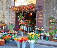 little flower shop ... I've always wanted to own one.