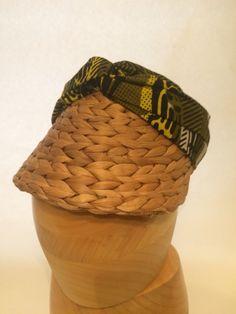 Visera de badana decorado con tela africana de Senegal. Lidia Falcón 4fbde309063