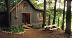 New Lake House Decor Ideas Cozy Cabin Ideas Little Cabin, Little Houses, Tiny Houses, Cabin Homes, Log Homes, Haus Am See, Cabin In The Woods, Rustic Cottage, Cabins And Cottages