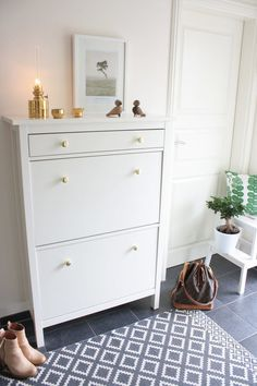 Shoe Rack Shocking Small Narrow Image Inspirations Ikea Hemnes Cabinet Enough For Bedrooms And 57 Shocking Small Narrow Shoe Rack Image Inspirations Ikea Hemnes Shoe Cabinet, Ikea Entryway, Ikea Hallway, Entryway Ideas, Decoration Entree, Small Hallways, Coastal Living Rooms, Hallway Decorating, Shoe Storage