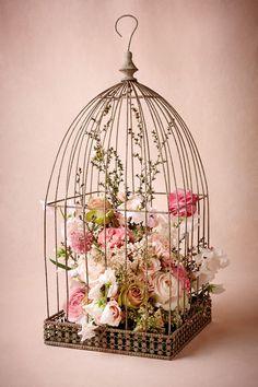 Cage vintage avec fleurs.