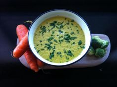 Broccoli & Carrot Soup  Ingredients •2 cups room temperature water •1 whole broccoli bunch •2 carrots •1 whole tomato •1 stick celery •2 shallots/spring onions •1/3 zucchini •1-2 handfuls cashews •1 tsp Herbamare, sea salt or Massel stock cube  Optional •1 small slice ginger (with peel) •1 clove garlic (with peel) •1/4 jalapeno or chilli (with stem and seeds)