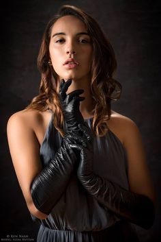 Gloves And Boots! Elegant Gloves, Black Leather Gloves, Leather Pants, Leather Outfits, Gloves Fashion, Rubber Gloves, Long Gloves, Good Looking Women, Gothic Outfits