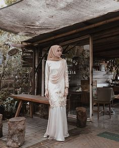 Party dress long graduation 43 new ideas Kebaya Modern Hijab, Kebaya Hijab, Kebaya Dress, Kebaya Muslim, Muslim Dress, Muslimah Wedding Dress, Maxi Dress Wedding, Bridesmaid Dress, Wedding Lace