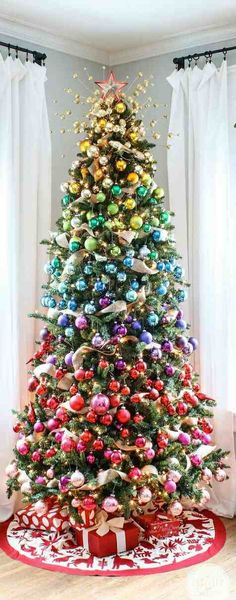 Image via We Heart It https://weheartit.com/entry/151408970/via/12768849 #blue #christmas #gold #green #perfect #pink #tree #yellow