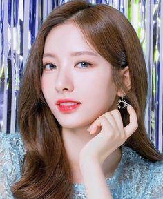 Birth Flowers, Asian Celebrities, Cosmic Girls, Female Stars, Female Portrait, Magical Girl, Asian Beauty, Beautiful Women, Classy