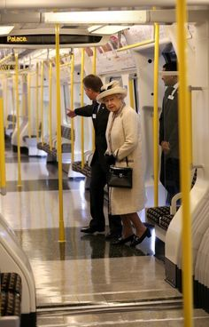 HRH The Queen, London tube http://www.londonvacationsguide.com/ http://www.london4vacations.com/                                                                                                                                                                                 More Princess Margaret, Royal Jewels, British Monarchy, British Royals, London Underground, Prince Philip, Prince Harry, Prince William, London Food