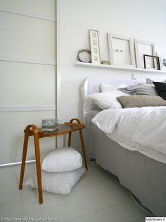 """""""annanpp"""":n makuuhuoneessa on hauska yöpöytä! Alle sijoitetut lisätyynyt pitävät huolen nukkumismukavuudesta. #styleroom #inspiroivakoti #makuuhuone"""