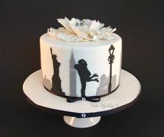 Elegant new York cake Gorgeous Cakes, Pretty Cakes, Amazing Cakes, Fondant Cakes, Cupcake Cakes, Cupcakes, New York Cake, Silhouette Cake, My Birthday Cake