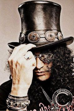 Well this is one of my favorite guitar players of all time (Slash from Guns 'N Roses)                                                                                                                                                     Mehr