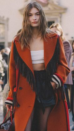Street Style Outside Etro Runway Show — Sarah Styles Seattle Source by street style New Fashion, Runway Fashion, Fashion Models, Fashion Outfits, Winter Fashion, Fashion Trends, Bella Hadid Style, Grace Elizabeth, Victoria Secret Fashion Show