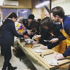 Learning #Masu wooden box making at #OhashiRyoki in #Ogaki city, #Gifu pref.  美濃和紙から、大垣の木枡まで。酒ジャーニーズは飲んでばかりじゃないんですよ〜 #sakejourneys #sakejourney #saketour #saketrip #masumaking #sake #japantrip #japan