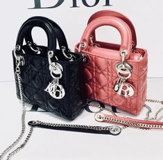 Updated as of March 2015 Introducing the Lady Dior with Chain Mini Bag. This latest Lady Dior bag is from the Cruise 2015 Collection. Dior Purses, Dior Handbags, Purses And Handbags, Louis Vuitton Handbags, Dior Mini Bag, Lady Dior Mini, Lady Dior Bags, Versace, Luxury Bags