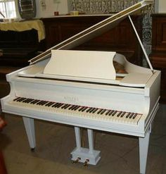 I love this piano! I learned how to play online, here's the link---http://doiop.com/bd54a3