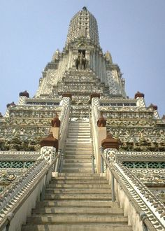 #Bangkok's Wat Arun Temple will take your breath away. Arrive at sunrise to admire the façade's stunning details and pearly iridescence. Make sure to take the steep trek up to the top for an unbelievable view. #StylishEscapes