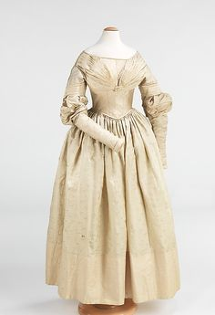 1837–40  worn by a young teenage girl