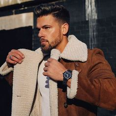 It's #blackfriday ⚫️⚫️ @circulrco - IT'S 50% OFF ON ALL WATCHES!! - Shot by @alexandra.mooney Black Friday, Style Me, Shots, Men Sweater, Watches, Photo And Video, Instagram, Fashion Bloggers, Models