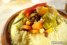 Cuscuz - Couscous é um prato muito usado na região magrebina – norte de África – que consiste em sêmola de cereais. Pode ser servido com carne ou vegetais.