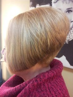 Inverted bobb by Deanna Short Wedge Hairstyles, Bun Hairstyles, Angled Bobs, Stacked Bobs, Inverted Bob, Shaved Bob, Shaved Nape, Short Hair Back View, Short Hair Cuts
