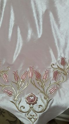 This Pin was discovered by İmr Gold Embroidery, Vintage Embroidery, Embroidery Stitches, Embroidery Patterns, Motif Floral, Floral Design, Embroidered Towels, Thread Work, Machine Embroidery Designs