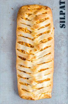 This Buffalo Chicken Braid recipe is a proven crowd-pleaser! It's super easy to make and full of spicy buffalo flavor. Make this for game day and your family will fight for seconds! Buffalo Chicken Sandwiches, Buffalo Chicken Dip Recipe, Chicken Braid, Baked Chicken, Cheesy Bacon Dip, New Recipes For Dinner, Dinner Ideas, Chicken Broccoli Casserole, Broccoli Chicken