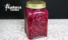 Pratik Mor Lahana Turşusu Tarifi Appetizer Recipes, Appetizers, Pickle Jars, Turkish Recipes, Sauce, Pickles, Granola, Side Dishes, Mason Jars