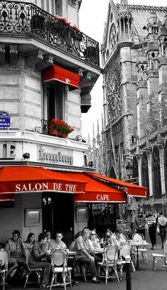 ☕ Paris café ☕ (fotoğrafta renklerin ve siyah-beyazın kullanımını çok beğendim)