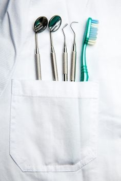 How many English-speaking dentists in Japan? More dental clinics than convenience stores. FInd the dental clinics you need in Tokyo and beyond. Dental Health, Dental Care, Dentist Website, Cheap Dental Insurance, Dentist Art, Dental Images, Dental Photography, Medical Wallpaper, Dental Aesthetics
