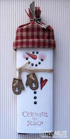 Diy Christmas Candy Gifts Projects Ideas For 2019 Christmas Candy Gifts, Christmas Paper, Christmas Holidays, Christmas Decorations, Christmas Ornaments, Snowman Crafts, Christmas Projects, Holiday Crafts, Candy Crafts
