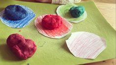 #Retrouvez sur le blog notre activité pour Apprendre a reconnaître les couleurs.#participationaurdv#athomemontessori#et#ApprendreSeveillerdefaconLudique#articlesurleblog#lesptispetons#assitantematernelle