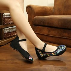 US Size 5-10 Embroidery Floral National Wind Chineseknot Buckle Vintage Flat Sho - US$20.35