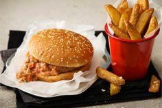 Rento Sloppy Joe on koko perheen isänpäiväburgeri Finnish Recipes, No Salt Recipes, Coleslaw, Sloppy Joe, Hamburger, Chicken, Cooking, Hot, Ethnic Recipes