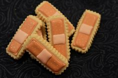 Band Aid Cookies - cute for a nurse. Fancy Cookies, Cut Out Cookies, Sugar Cookies, Iced Cookies, Medical Party, Medical Dental, Medical School, Nurse Cookies, Diy Simple